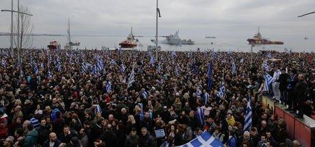 Yunanistan'da isim gerilimi: 90 bin kişi sokağa döküldü
