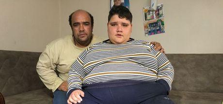 İzmir'de 185 kilo olan Nurettin Yamaç okulunu bırakmamak için tedaviyi reddediyor!