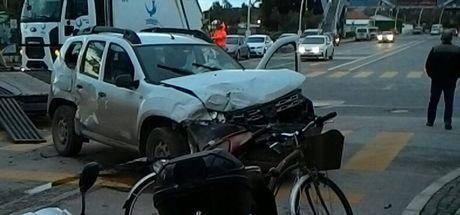 İzmir'de minibüs ile otomobil çarpıştı: 13 yaralı