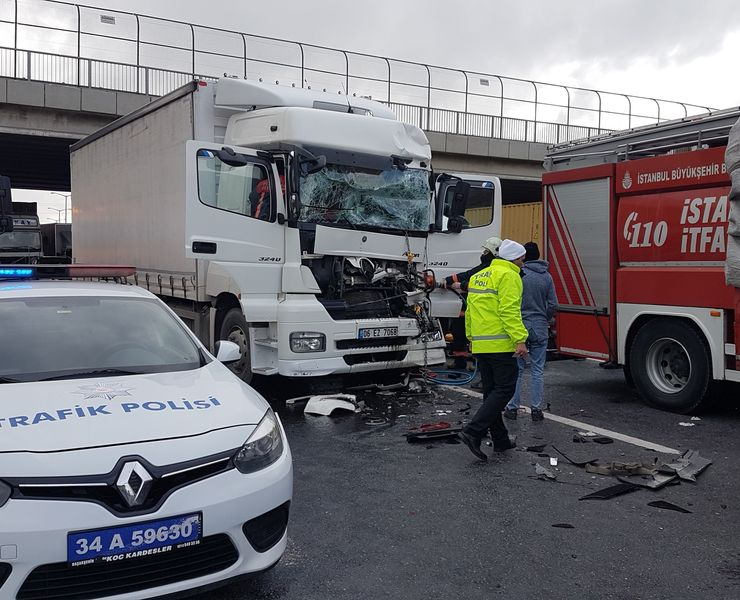 TEM Otoyolu'nda kaza! Edirne istikameti trafiğe kapandı