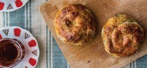 Patlıcanlı gül böreği nasıl yapılır? Patlıcanlı gül böreği tarifi ve malzemeleri