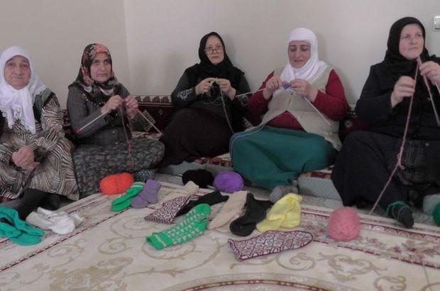 Muşlu kadınlar Mehmetçik için örüyor