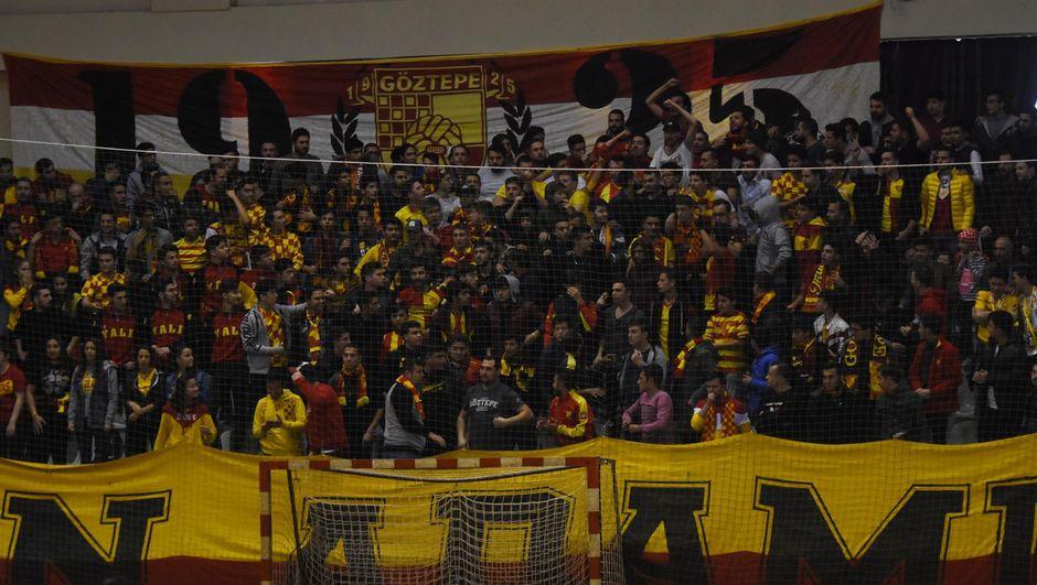 Göztepe taraftarları AEK maçın alınmayacak!