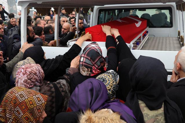 Bu görüntülere yürek dayanmaz! Afrin şehitleri Uzman Çavuş Aktağ ve Uzman Onbaşı Akgül'ün cenazeleri memleketlerinde...