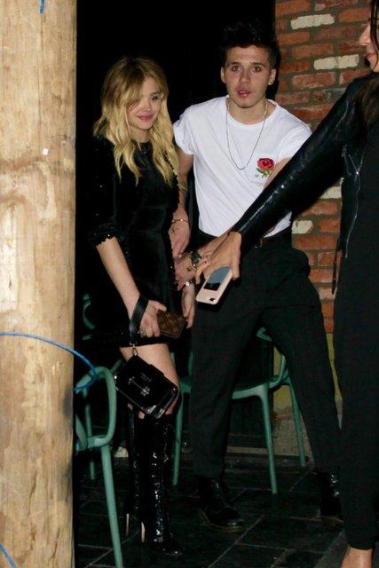 Booklyn Beckham ile sevgilisi Chloe Moretz  gece kulübünden çıkarken görüntülendi