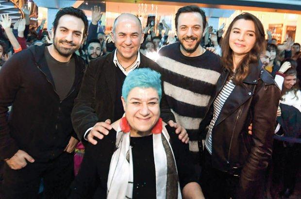 Bursa'da 'Cebimdeki Yabancı' izdihamı