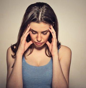 Nöroloji Uzmanı Dr. Melek Ertan, baş ağrıları içinde son yıllarda migrenin önemli ölçüde artış gösterdiğini söyledi. Dr. Ertan, kronik migren hastaları için uyguladıkları botoks tedavisinin migren hastaları için yeni ve iyi bir seçenek duruma geldiğini belirtti