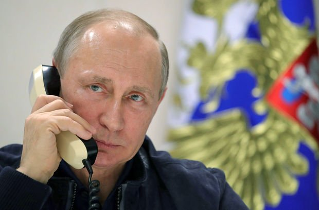 Akıllı telefonu olmadığını söyleyen Putin'e: İnternet de ona göre CIA projesi