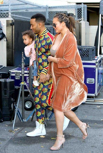 Chrissy Teigen-John Legend çifti bebekleri için gün sayıyor