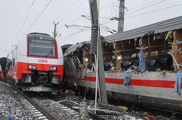 İki yolcu treni çarpıştı: 1 ölü, 22 yaralı