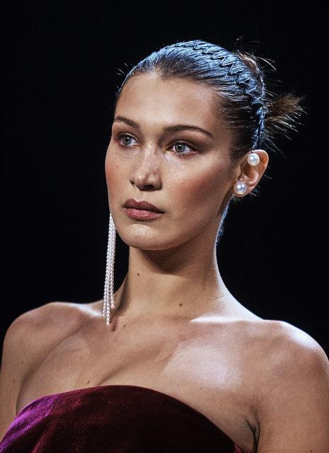 Bella Hadid ile Gigi Hadid podyumu salladı! - Magazin haberleri
