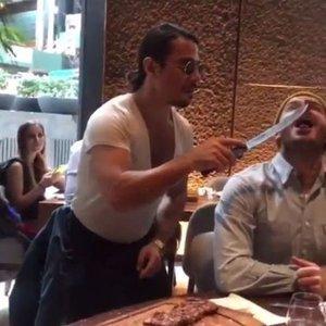 NUSRET, DAVİD BECKHAM'I ELLERİYLE BESLEDİ