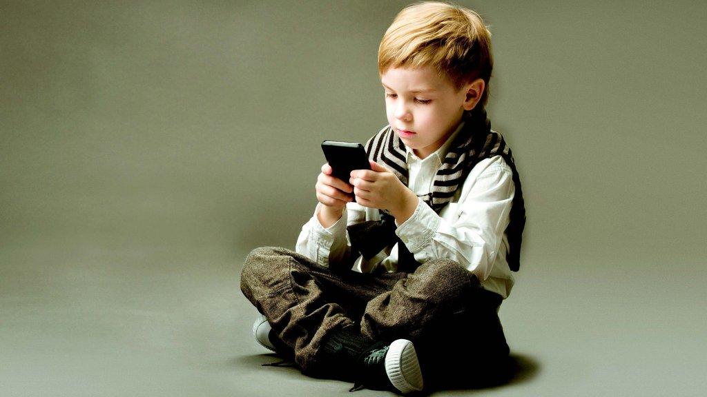Akıllı telefon artıkçocuk oyuncağı