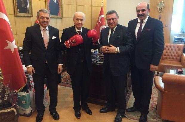 MHP lideri Devlet Bahçeli boks eldiveni giydi
