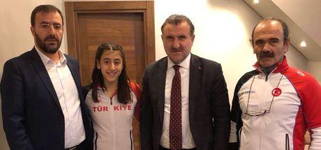 Gençlik ve Spor Bakanı Osman Aşkın Bak'tan Mizgin Ay'a tebrik