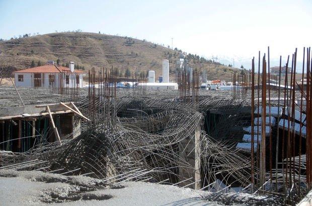 Elazığ'da inşaatta göçük! Yaralılar var