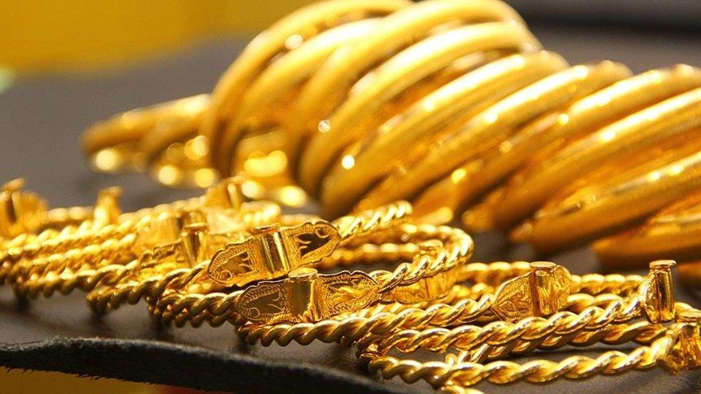 Altın fiyatları düşüşle başladı