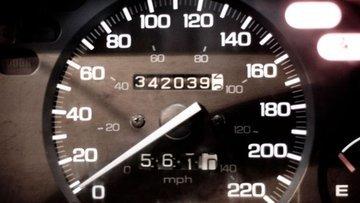 Aracın kilometresini düşürüp satanlara hapis cezası