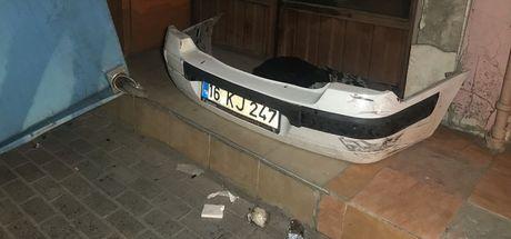 Bursa'da kontrolden çıkan otomobil caddede yürüyen yayaya ve 3 araca böyle çarptı