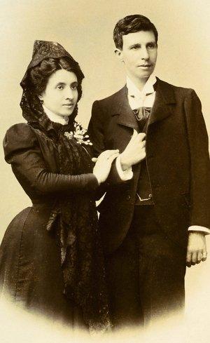 Dünyanın ilk lezbiyen çifti! Katolik Kilisesini kandırmışlar...