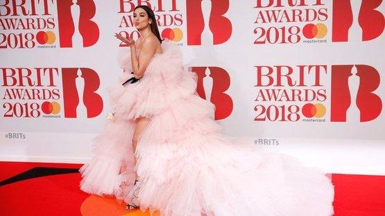 2018 BRIT ödülleri sahiplerini buldu... Beyaz gül taşıdılar