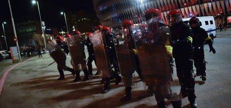 Athletic Bilbao-Spartak Moskova maçı öncesinde çıkan olaylarda 1 polis hayatını kaybetti