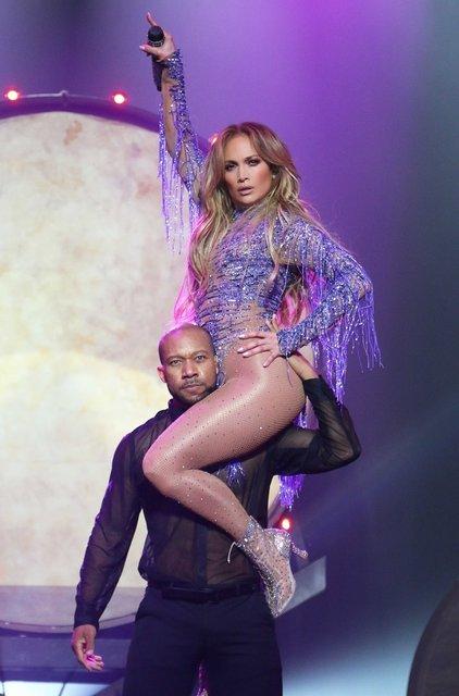 Jennifer Lopez, Las Vegas'ta sahneye çıktı