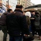 İRANLI AİLEDEN TAKSİCİYE 'FAZLA ÜCRET' DAYAĞI