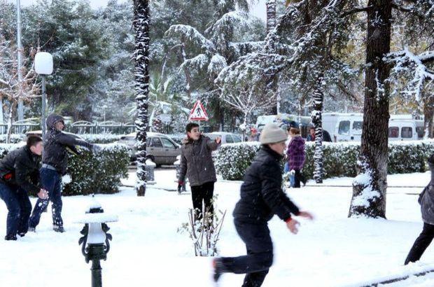Yoğun kar yağışı nedeniyle o illerde okullar tatil edildi!