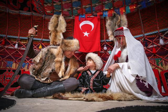 """2000 yıllık kültür """"han otağı""""nda yaşatılıyor!"""