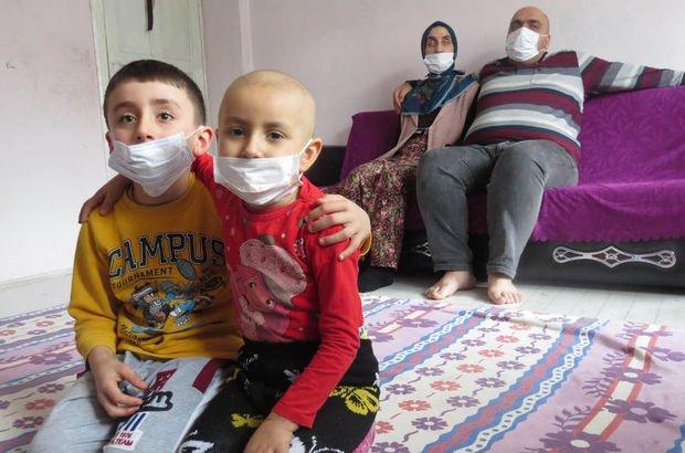 Trabzon'da görme engelli çift, lenf kanseri kızları için mücadele ediyor