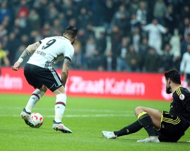 Beşiktaş Fenerbahçe maçında yaşanan olaylar, dünya basınında!