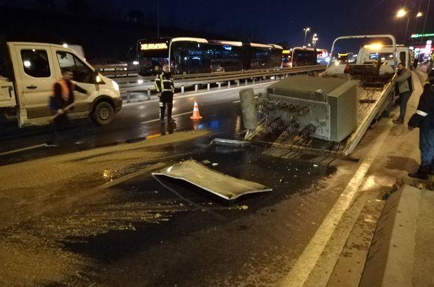 SON DAKİKA! D-100'de kamyona yüklü trafo yola devrildi, trafik durdu