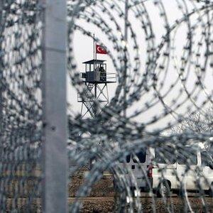 YUNAN ASKERLERİ 'CASUSLUĞA TEŞEBBÜSTEN' TUTUKLANDI