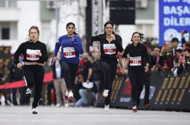 Yüksek topuklarla Runatolia Uluslararası Antalya Maratonu'nda koştular!