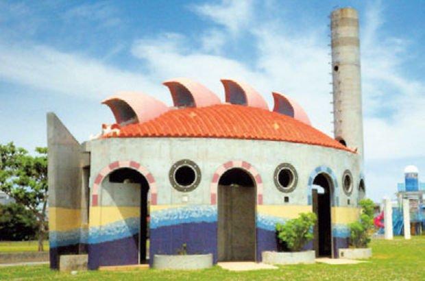 Okinawa Soba, Okinawa Adası'ndaki ilginç tuvaletleri çekti