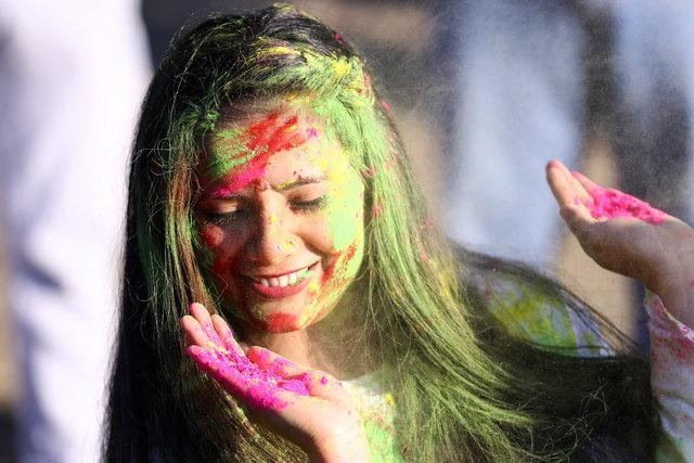 Holi Festivali'nden renkli görüntüler!