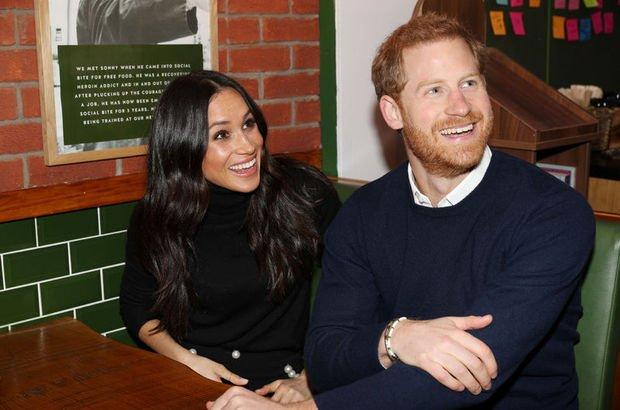 cd95ded981fca 19 Mayıs'ta dünya evine girmeye hazırlanan Birleşik Krallık Prensi Harry,  geçmişte 7 yıl birlikte olduğu Chelsy Davis ve 2 yıl sevgili kaldığı  Cressida ...