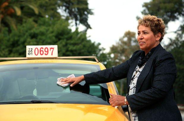 Tunus'un 32 yıllık kadın taksi şoförü!