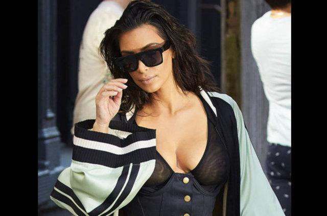 Kim Kardashian üstsüz yemek yedi - Magazin haberleri