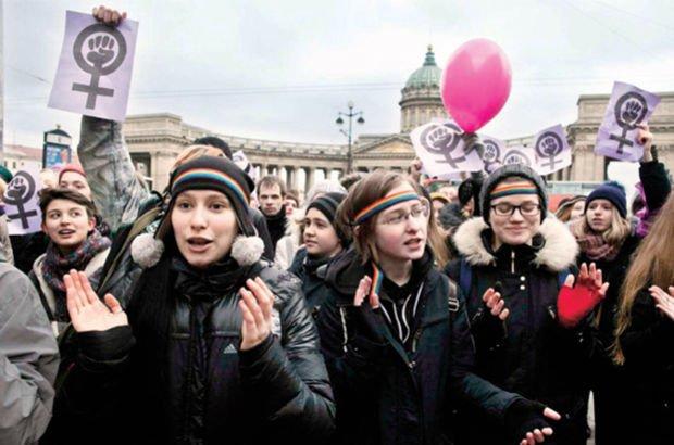 Kadınlar Günü Rus erkekleri bitirdi