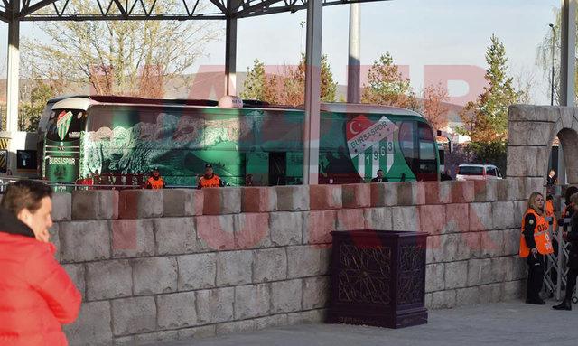 Osmanlı motifli stadyum! Osmanlıspor Stadı, Osmanlı motifleriyle ve heykelleriyle süslendi