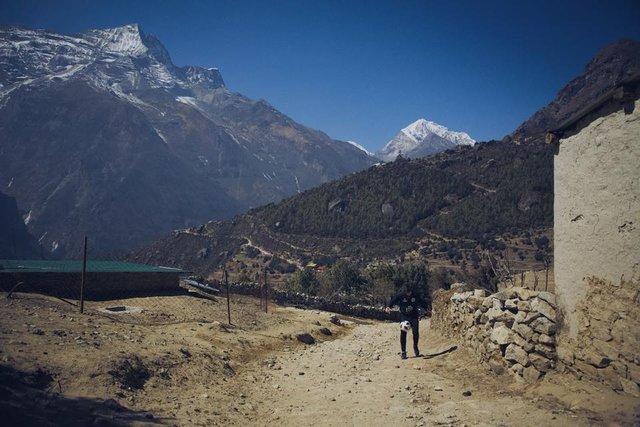 Top sektirerek Everest'e çıktı!