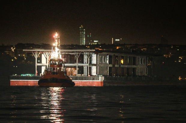 Karaköy İstanbul  Şiddetli lodos batan Karaköy iskelesi
