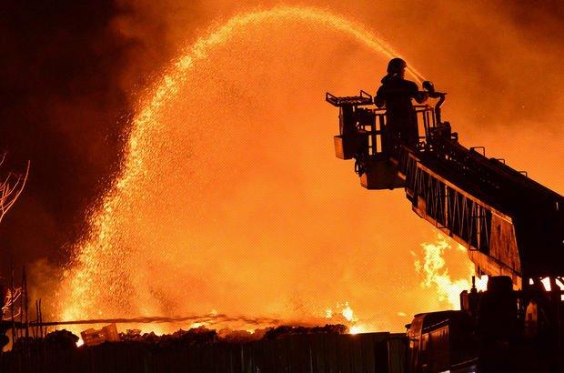 Son dakika: Çanakkale'de sebze ve meyve halinde yangın!