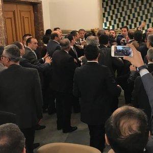 MECLİS KULİSİ KARIŞTI! CHP VE MHP'Lİ VEKİLLER ARASINDA KAVGA