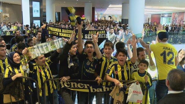 Alex de Souza izdihamı! İstanbul'da Alex'in imza günü izdihama yol açtı