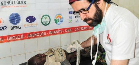 Dr. Serhat Onur, Afrika'ya 23 kez gidip ihtiyaç sahiplerine derman oldu