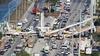 Miami'de yaya üst geçidi çöktü: En az 6 ölü
