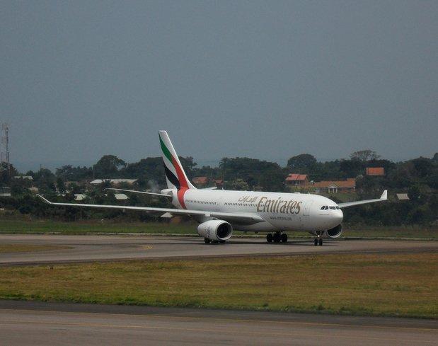 Emirates kabin memuru uçaktan düşerek öldü